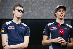 Daniil Kvyat, Scuderia Toro Rosso, Brendon Hartley, Scuderia Toro Rosso, sul palco della F1