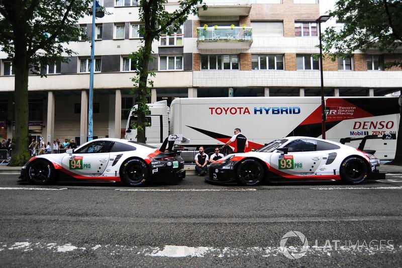 #94 Porsche GT Team Porsche 911 RSR: Romain Dumas, Timo Bernhard, Sven Müller, #93 Porsche GT Team Porsche 911 RSR: Patrick Pilet, Nick Tandy, Earl Bamber