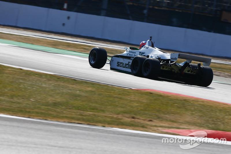 Jenson Button pilote une Williams FW08B de 1982