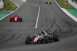 Kevin Magnussen, Haas F1 Team VF-18, Sebastian Vettel, Ferrari SF71H