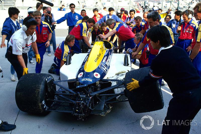 Mansell vinha pressionado para as últimas provas. O britânico precisava vencer. Indo ao limite, ele bateu ainda nos treinos de sexta-feira em Suzuka, contundiu a espinha e teve que se retirar das duas últimas provas.