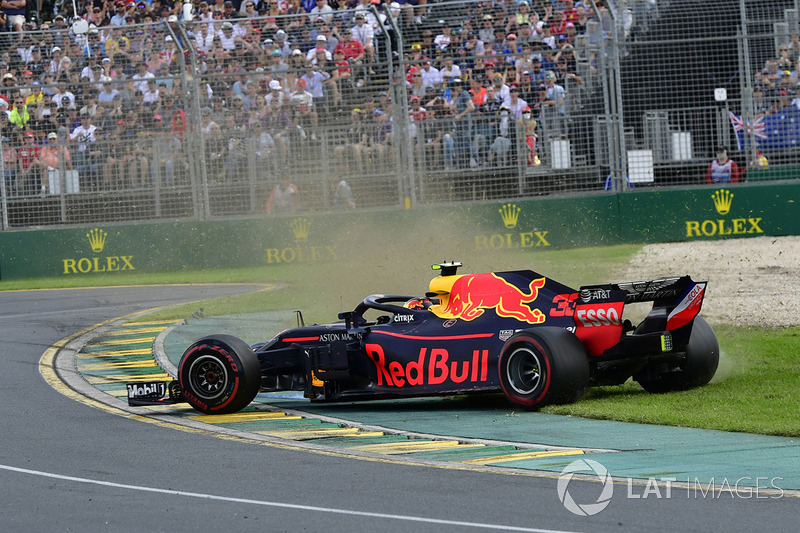 Max Verstappen, Red Bull Racing RB14 en tête à queue