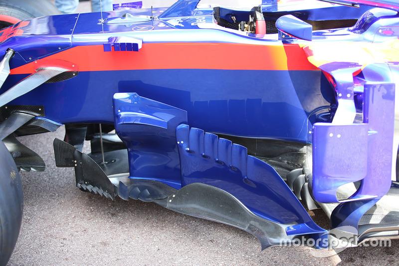 Scuderia Toro Rosso STR13 sidepods detail