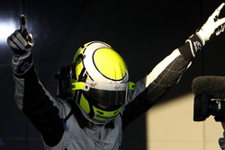 Ganador de la carrera Jenson Button, Brawn Grand Prix en parc ferme