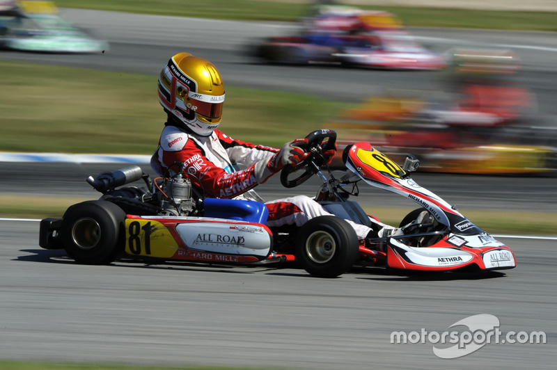 Leclerc, representado por Nicolas Todt (representante de Massa, entre otros), compitió en kart hasta el 2013. Ese año, fue subcampeón del mundo, superado solo por Max Verstappen.