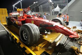 Разбитый автомобиль Ferrari F2008 Кими Райкконена