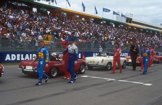 Johnny Herbert, Benetton, Damon Hill, Williams, Jean Alesi, Ferrari, Eddie Irvine, Jordan et Michael Schumacher, Benetton Ford lors de la parade des pilotes