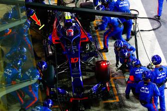Pierre Gasly, Scuderia Toro Rosso STR13, in the pits