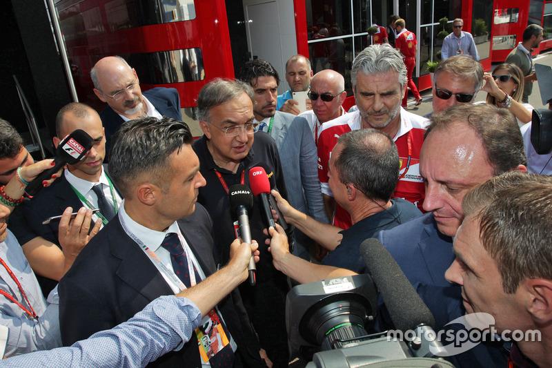 Sergio Marchionne, Ferrari Başkanı ve Fiat Chrysler Automobiles CEO'su ve Maurizio Arrivabene, Ferra