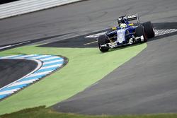 Маркус Эрикссон, Sauber C35 выезжает за пределы трассы