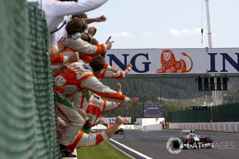 Force India viert de tweede plaats van Giancarlo Fisichella (2009)