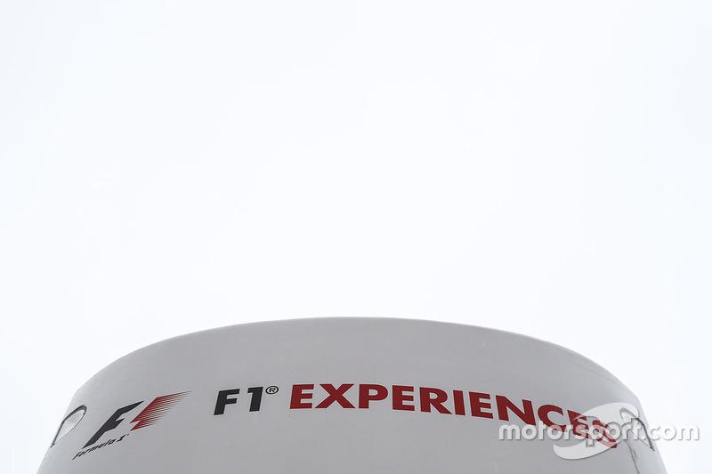 Логотип F1 Experiences