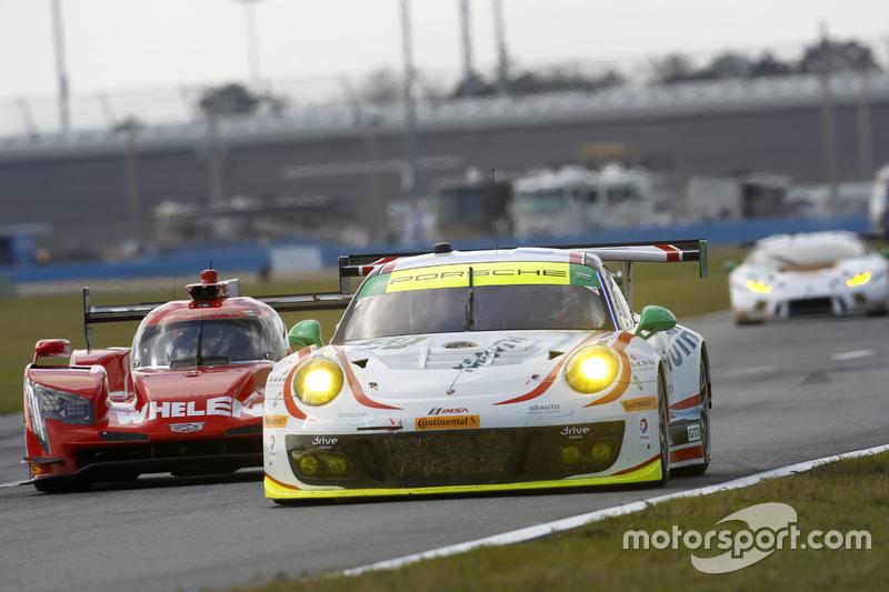 #59 Manthey Racing Porsche 911 GT3 R: Sven Muller, Reinhold Renger, Harald Proczyk, Steve Smith, Mat