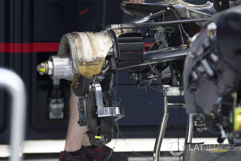 Red Bull Racing RB13 arka fren detay