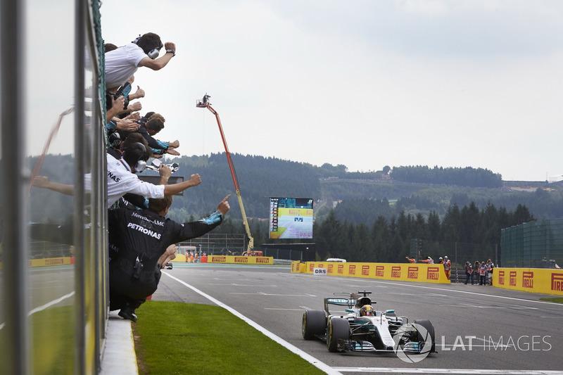 Переможець Льюіс Хемілтон, Mercedes AMG F1 W08