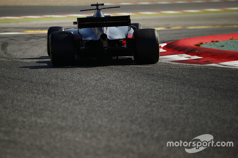 https://cdn-9.motorsport.com/images/mgl/0J4OK8MY/s8/f1-barcelona-pre-season-testing-ii-2017-romain-grosjean-haas-f1-team-vf-17.jpg