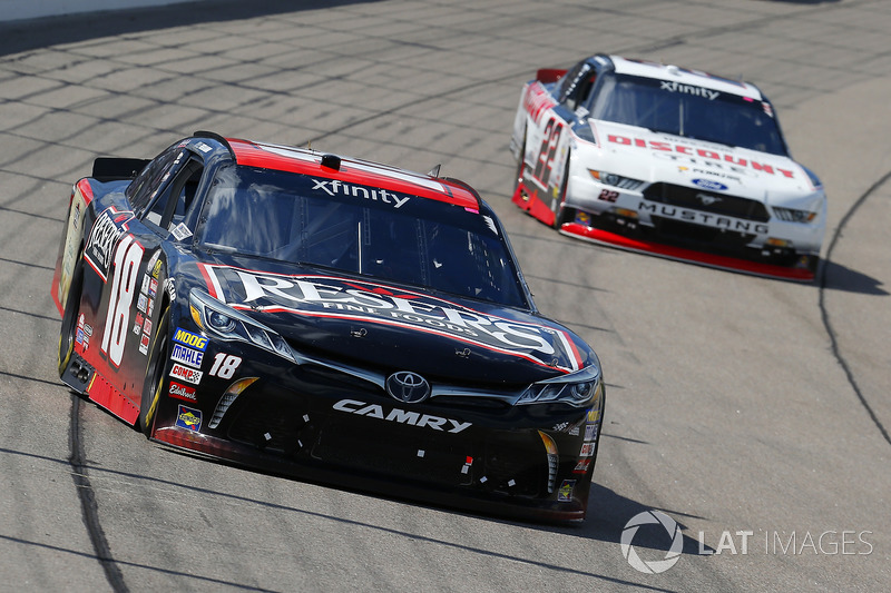 Kyle Benjamin, Joe Gibbs Racing Toyota Y Sam Hornish Jr, Discount Tire Ford Mustang