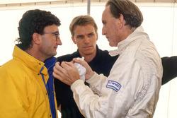Eddie Jordan, Dueño del equipo Jordan, Stefan Johansson y John Watson