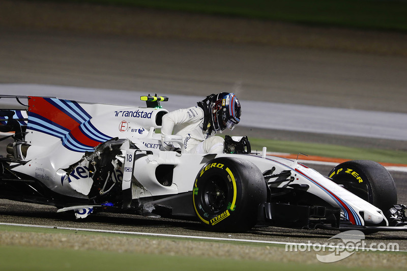 Lance Stroll, Williams FW40, descend de sa voiture