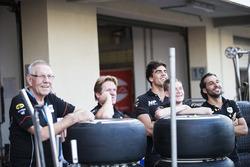 Daniel de Jong, MP Motorsport with his team