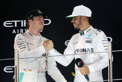Podium: segundo, Nico Rosberg, Mercedes AMG F1 celebra su campeonato con Lewis Hamilton, Mercedes AM