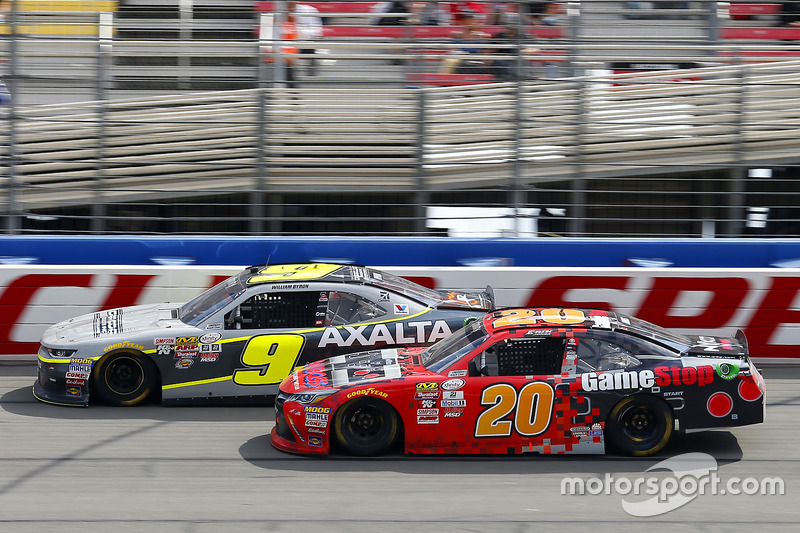 Erik Jones, Joe Gibbs Racing, Toyota; William Byron, JR Motorsports, Chevrolet