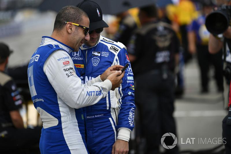 Tony Kanaan, Chip Ganassi Racing, Honda; Marco Andretti, Andretti Autosport, Honda