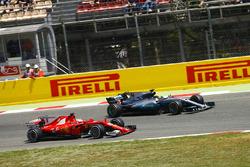 Lewis Hamilton, Mercedes AMG F1 W08 t y Sebastian Vettel, Ferrari SF70H