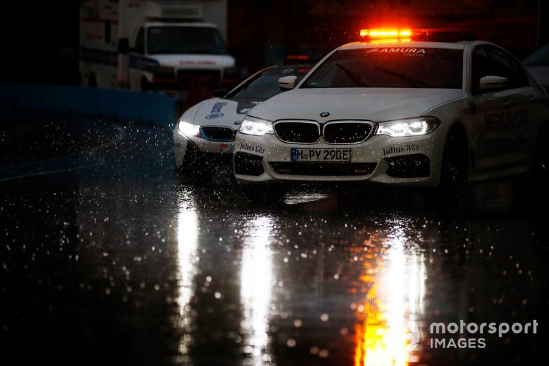 El auto médico antes del Qualcomm BMW i8 Safety car