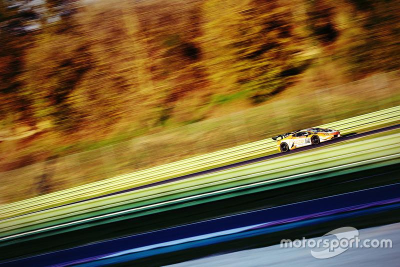 Lamborghini Huracan Super Trofeo Evo #211, Clazzio Racing: Kei Cozzolino, Afiq Yazid