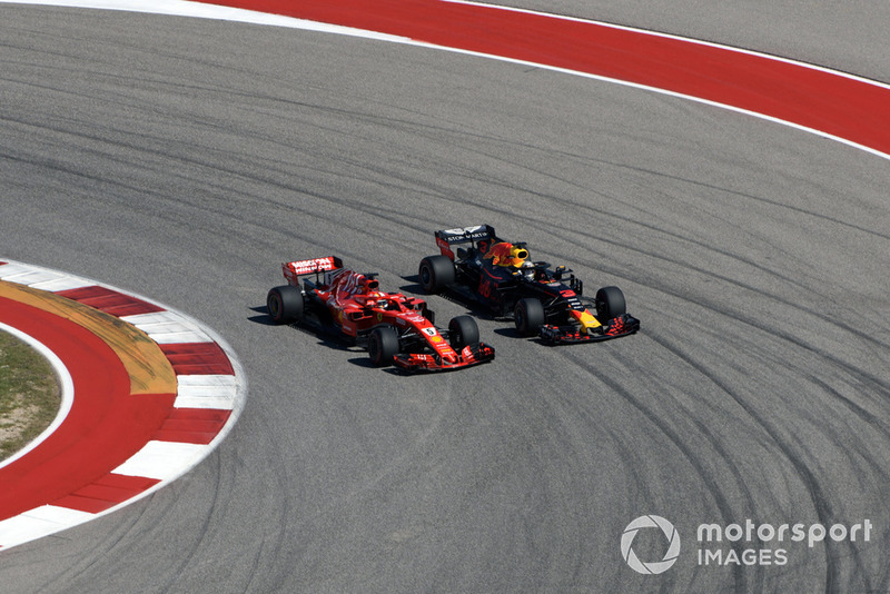Sebastian Vettel, Ferrari SF71H and Daniel Ricciardo, Red Bull Racing RB14 clash on lap one
