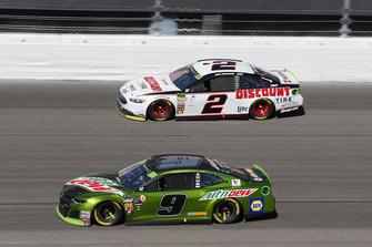 Chase Elliott, Hendrick Motorsports, Chevrolet Camaro Mountain Dew and Brad Keselowski, Team Penske, Ford Fusion Discount Tire