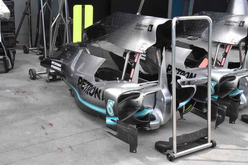 Mercedes AMG F1 W10 gövde detayı