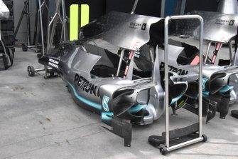 تفاصيل الهيكل الخارجي لسيارة مرسيدس دبليو10