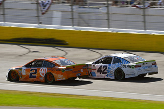 Brad Keselowski, Team Penske, Ford Fusion Autotrader and Kyle Larson, Chip Ganassi Racing, Chevrolet Camaro DC Solar Vegas Strong