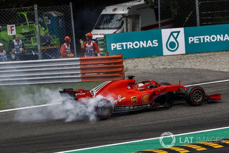 Sebastian Vettel, Ferrari SF71H tras tocarse con Lewis Hamilton, Mercedes AMG F1 W09
