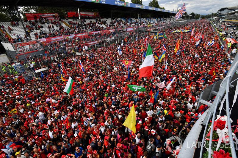 El público invade la pista de Monza