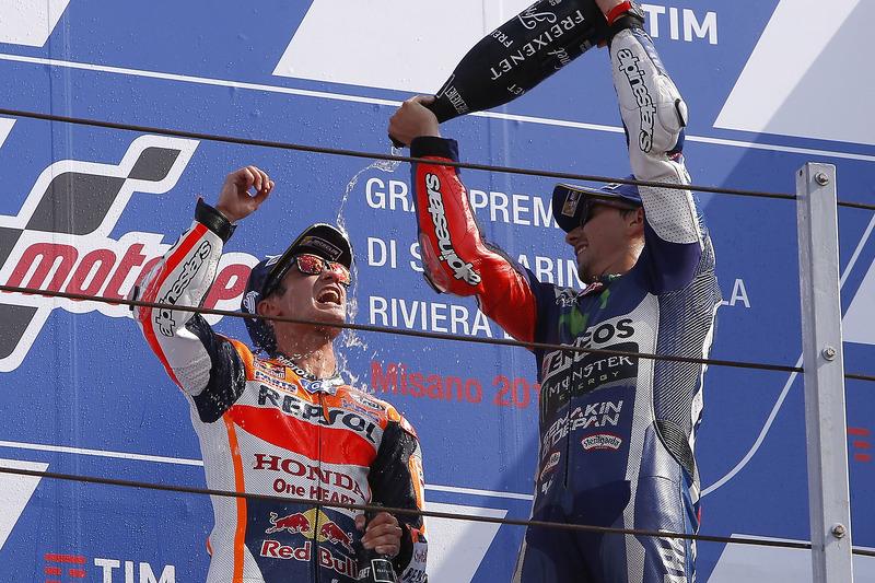 Pedrosa y Lorenzo en el podio de Misano de 2016, última victoria del de Honda fuera de España