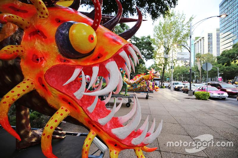 Skulpturen in den Straßen von Mexico City