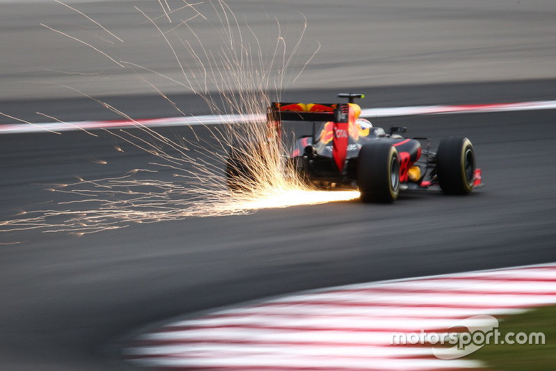 Funken: Max Verstappen, Red Bull Racing RB12