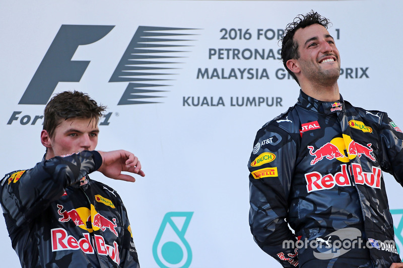 Podium: Second place Max Verstappen, Red Bull Racing and race winner Daniel Ricciardo, Red Bull Racing