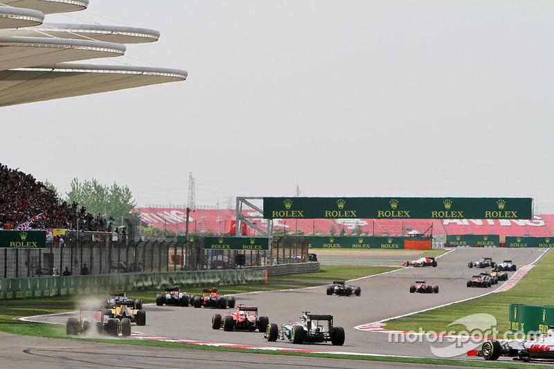 Max Verstappen, Scuderia Toro Rosso STR11 runs wide