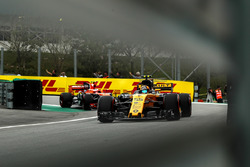 Carlos Sainz Jr., Renault Sport F1 Team RS17 and Stoffel Vandoorne, McLaren MCL32