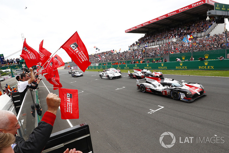 #8 Toyota Gazoo Racing Toyota TS050: Sébastien Buemi, Kazuki Nakajima, Fernando Alonso, #7 Toyota Gazoo Racing Toyota TS050: Mike Conway, Kamui Kobayashi, Jose Maria Lopez cross the finish line