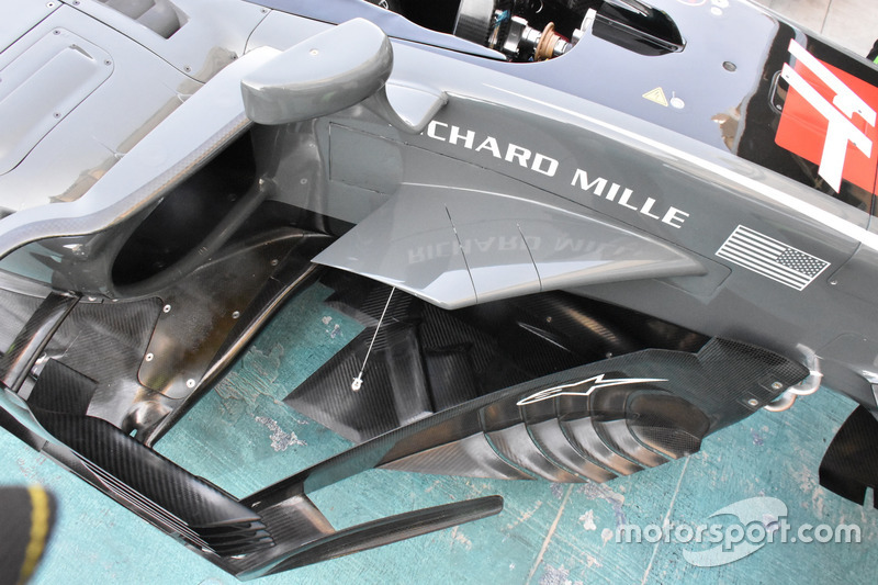 Haas F1 Team VF-17 floor detail