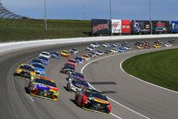Martin Truex Jr., Furniture Row Racing Toyota and Kyle Busch, Joe Gibbs Racing Toyota restart