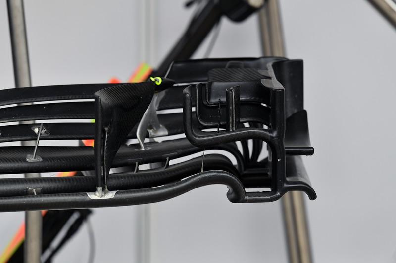Williams FW41 : aileron avant