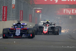 Pierre Gasly, Scuderia Toro Rosso STR13 and Kevin Magnussen, Haas F1 Team VF-18 with damage