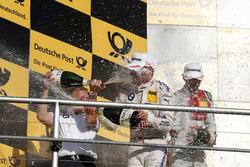 Подиум: гонщик BMW Team RMG Марко Виттман и руководитель BMW Team RMG Штефан Райнхольд