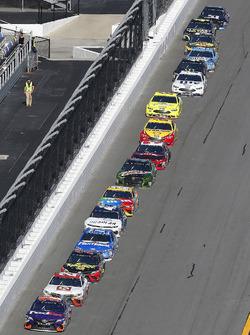 Jamie McMurray, Chip Ganassi Racing Chevrolet Camaro, Erik Jones, Joe Gibbs Racing Toyota and Martin Truex Jr., Furniture Row Racing Toyota